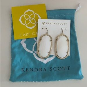 Kendra Scott Daniele Gold Earrings in White Pearl